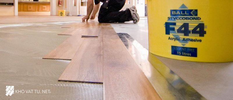 Tiến hành thi công sàn nhựa giả gỗ
