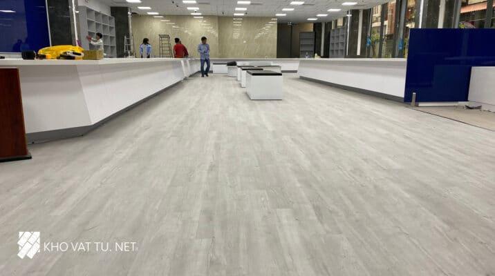Dự Án Thi Công Sàn Nhựa Hèm Khóa Giả Gỗ Ngân Hàng Eximbank