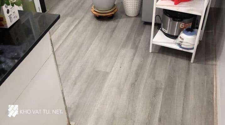 Mẫu sàn nhựa hèm khóa c505